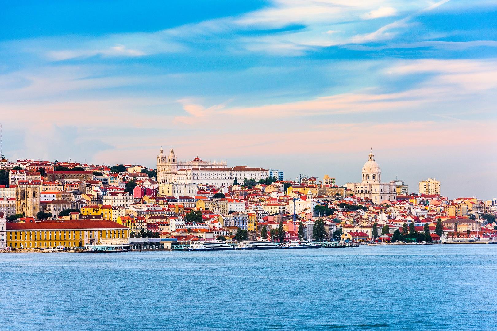 2018-ųjų vasaros kelionių naujovės: nuo Remarko aprašytos Lisabonos iki popiežiui batus siuvančio regiono
