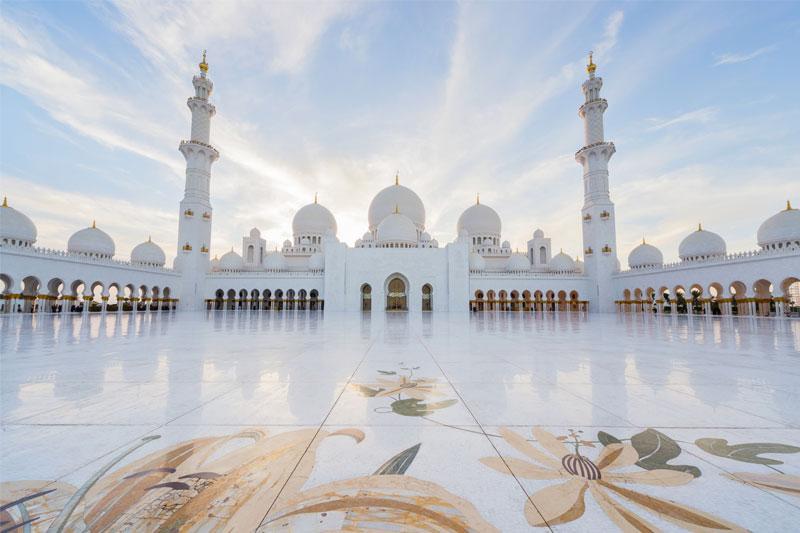 Svetingumu stulbinantis Abu Dabis – sostinė, kurioje nereikia išmaniojo telefono