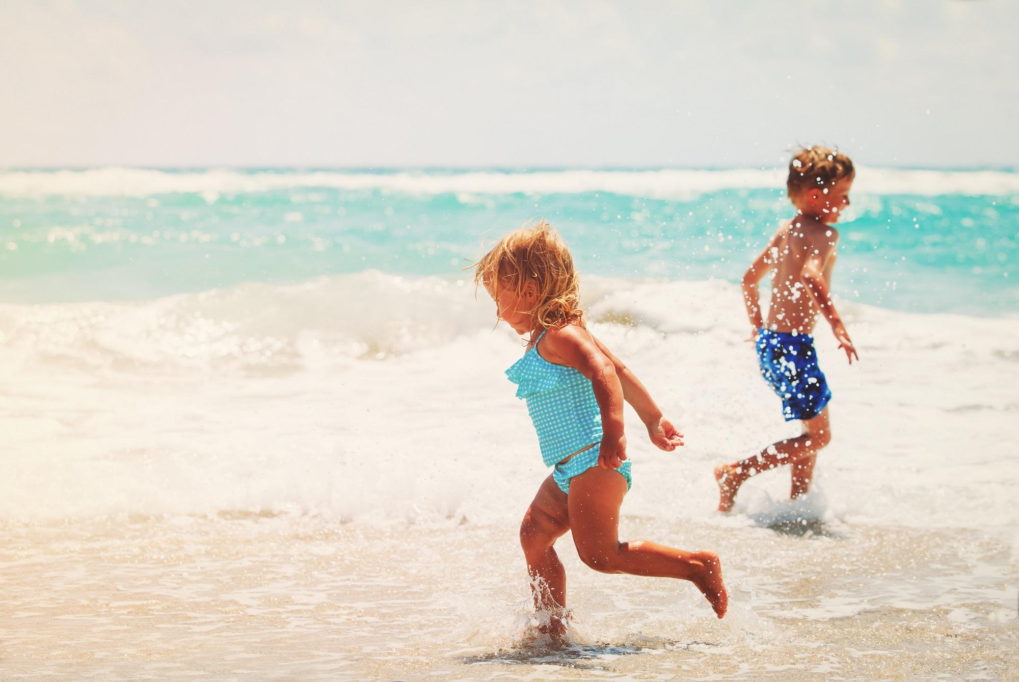 Fuerteventūroje visa šeima: pažintis su gyvūnijos pasauliu, išbandymai vis kitokios spalvos smėlio paplūdimiais ir pirmi bandymai pažaboti vėją