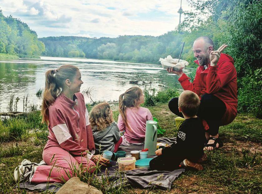 Aplink Lietuvą su trimis mažais vaikais keliavusio Simonas Urbono receptai besiruošiantiems į gamtą